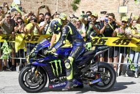 羅絲實現童年夢—駕駛MotoGP戰車暢遊家鄉